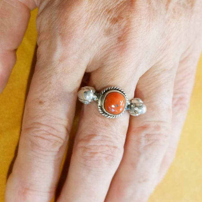 PERSIAN RING WITH CORAL