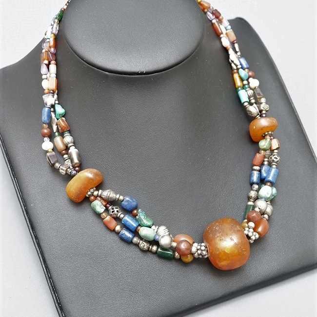 MULTI STONES NECKLACE + AMBER