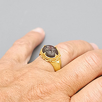 GOLD RING AND INTAGLIO GARNET ALEXANDER THE GREAT